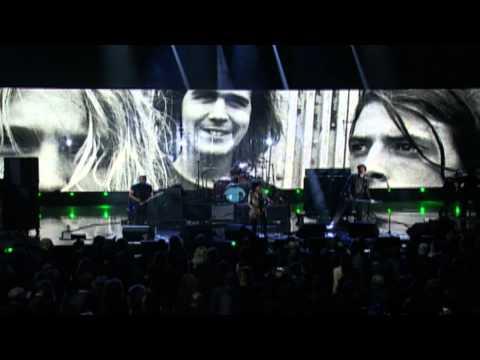 "Members of Nirvana w/ Joan Jett – ""Smells Like Teen Spirit"" Live at 2014 Rock Hall Induction"