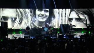"Members of Nirvana w/ Joan Jett – ""Smells Like Teen Spirit"" Live at 2014 Rock Hall Induction"