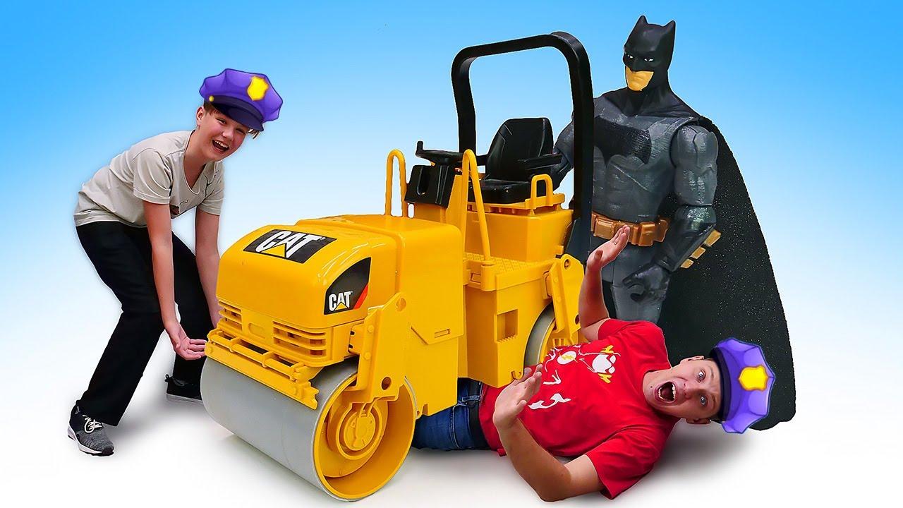 Супергерои в видео онлайн - Бэтмен и игры гонки на катке! – Смешное видео шоу Полицейская Академия