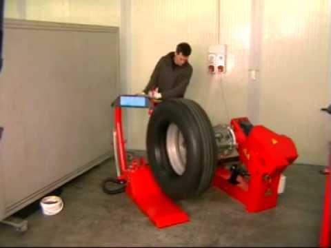 Ручной шиномонтаж шин грузовых шин - YouTube