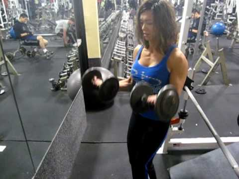 TheMuscleCouple Performing 2 Arm Standing DB Curl