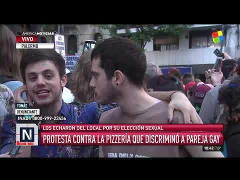 Protesta en la pizzería que discriminó a la pareja gay