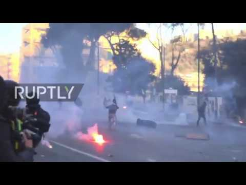 Italy: Huge clashes break out as antifascists protest Salvini's Naples visit
