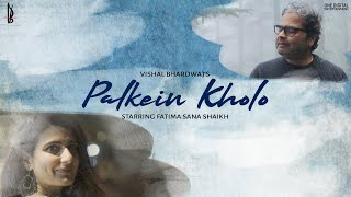 Gambar cover Palkein Kholo (Official Music Video) | Vishal Bhardwaj | Fatima Sana Shaikh | Bashir Badr