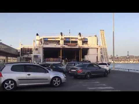 Embarque de vehículos en la línea Algeciras Ceuta