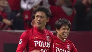 スルーパスに反応して最終ラインを抜け出した李 忠成(浦和)が相手GKを...