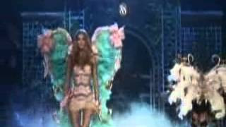 Rihanna Performs  Diamonds  On The Victoria Secret Fashion S