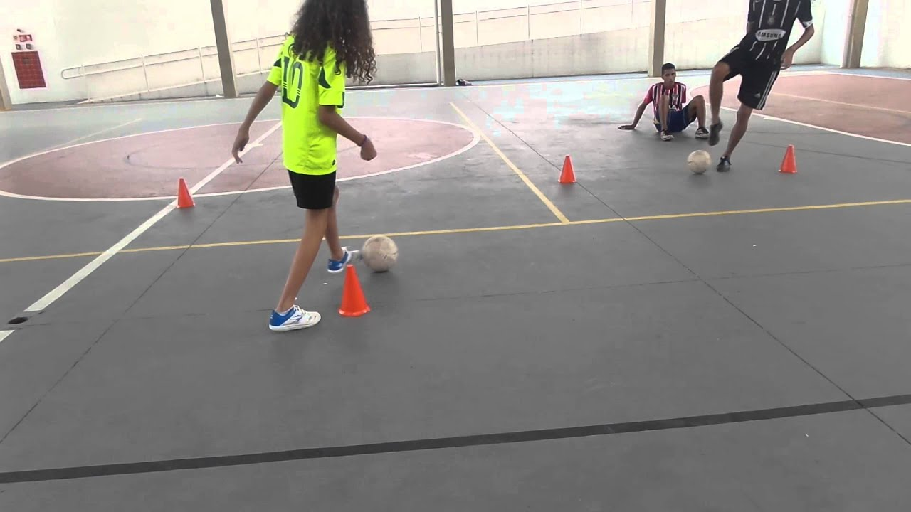 564aef6332bbe Condução e controle de bola! Futsal Feminino Guararema Semel - YouTube