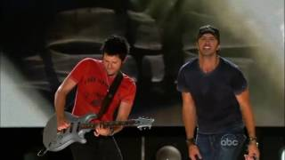 Luke Bryan - Country Girl  Shake It For Me (Live)