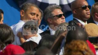 FL:OBAMA HOLDING BABY AT DELRAY RALLY