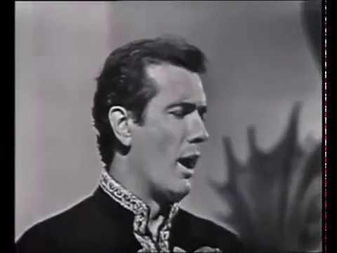 Puccini - Turandot - Non piangere Liù - Franco Corelli