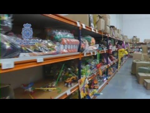 Policía española interviene 20.000 botellas de champán falso y 8.000 juguetes