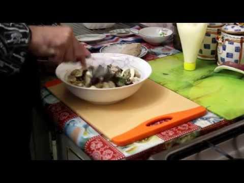 Салат курица с фасолью и грибами