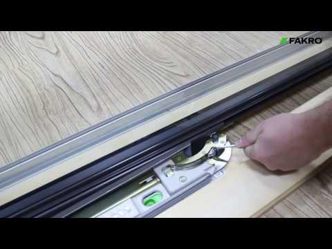 Как снять оконную створку, чтобы выполнить монтаж мансардного окна