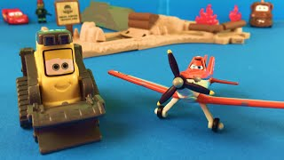 Disney Cars and Planes Fire and Rescue - Smokejumper Training Base - Drip the Rescue Bulldozer