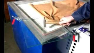 Изготовление стекол триплекс в термо-вакуумном прессе(Изготовленное в мини-прессе Maxim DIP RP-1407 триплексное стекло проверяется молотком. Производитель пресса:..., 2014-05-21T09:58:42.000Z)