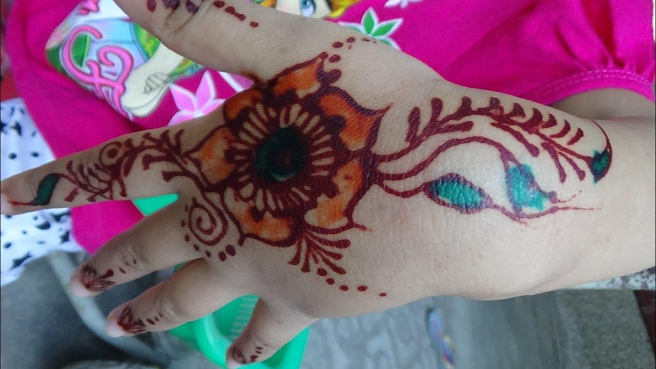 Cantik Dengan Henna Pada Anak