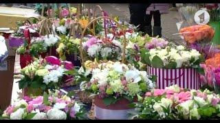 видео Почему женщинам дарят цветы?