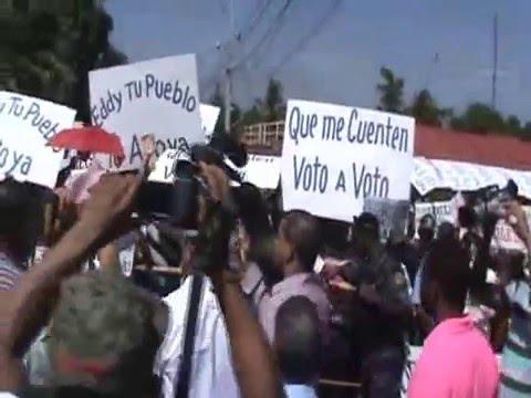 PRM se moviliza en Esperanza reclamando reconteo manual de los votos