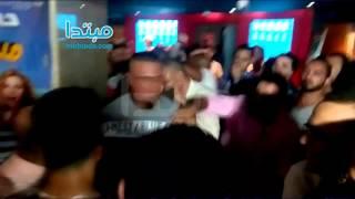 فيديو| الحرس الخاص لأبطال «شد أجزاء» يعتدى على الصحفيين
