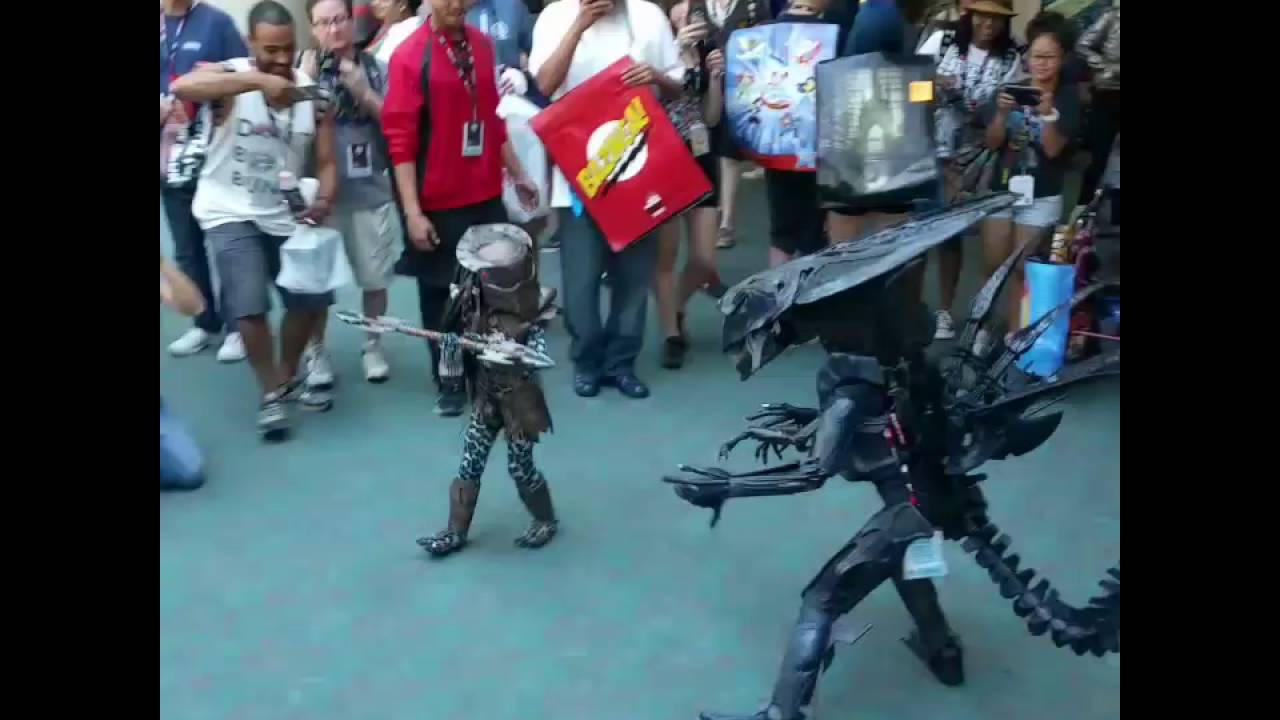 Sdcc 2016 Cosplay Mini Alien Vs Predator San Diego Comic Con 2016