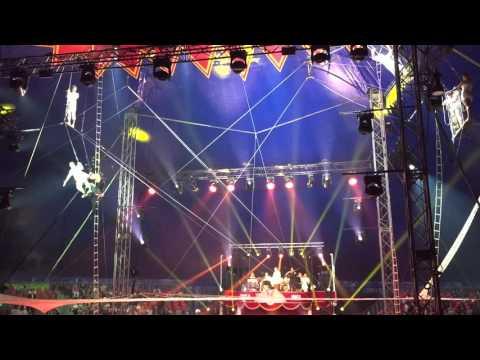 Flying Trapeze ''Heroes'' -16 Festival international de Cirque du Val d Oise 2015