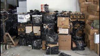 Склад контрабандного алкоголя обнаружили полицейские.MestoproTV(Сотрудники отдела по борьбе с экономическими преступлениями выявили преступную группу, которая занималас..., 2014-09-17T02:21:34.000Z)