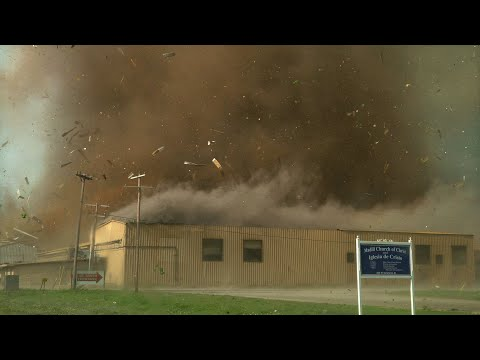 CLOSE TORNADO TEARS THROUGH TOWN - Madill Oklahoma 4-22-20