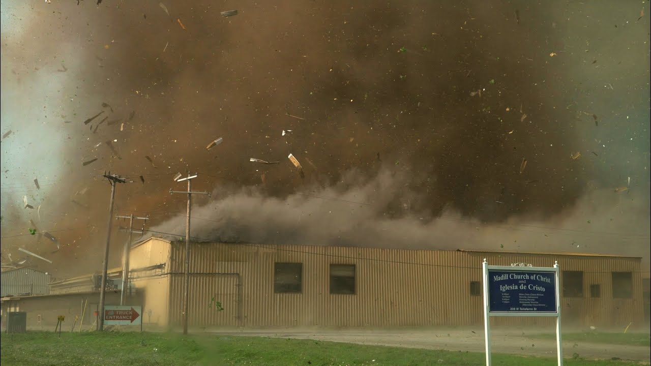 CLOSE TORNADO TEARS THROUGH TOWN - Madill Oklahoma 4-22-20