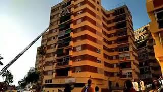Rescatada una niña de 5 años colgada de un balcón en Málaga