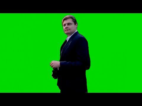 Понасенков гуляет на фоне хромакея
