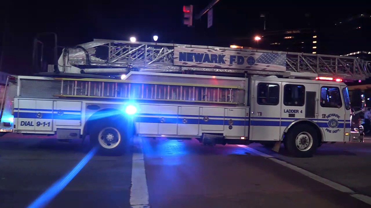 newark nj fire department arriving on the scene of a 4 car accident route 21and edison pl
