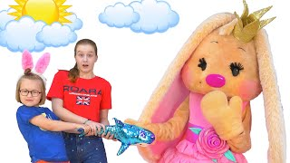 Богдана оживила игрушечную Зайку!