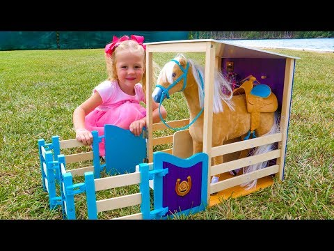 Настя строит Игрушечные домики для животных из фермы
