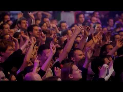 Laura Pausini - La Solitudine (Live in Paris 05) thumbnail