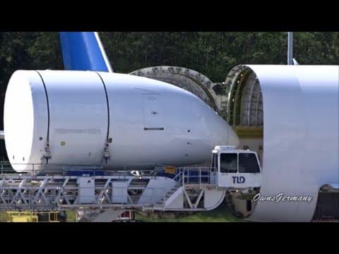 Unloading A Boeing DreamLifter 747LCF Jumbo Jet @ KPAE Paine Field