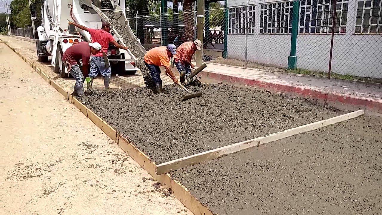 Como construir una calle colado de pavimento de concreto for Pavimento de cemento
