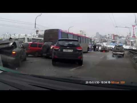В Воронеже на Чернавском мосту столкнулись 9 автомобилей