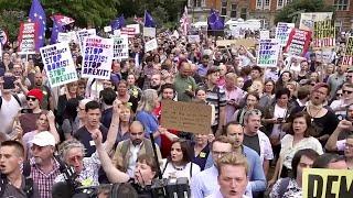 После решения Бориса Джонсона отправить депутатов на вынужденные каникулы британцы вышли на улицы.