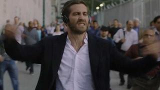 ジェイクの解放と狂気のキレキレダンス/映画『雨の日は会えない、晴れた日は君を想う』本編映像