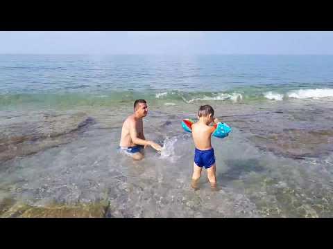 Mahmutlar sahilinde  denize giriyoruz.