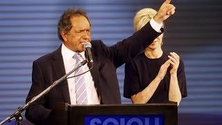 El oficialista Scioli lidera las primarias presidenciales de Argentina
