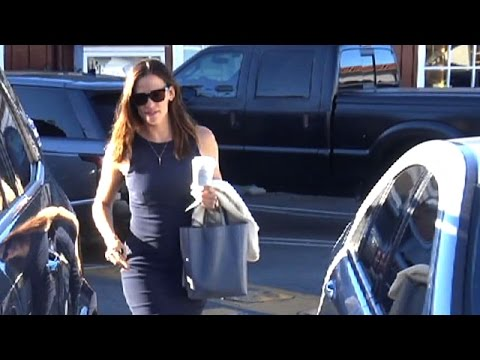 Jennifer Garner Stuns Brentwood In Navy Blue