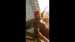 Как отдыхает молодежь Искитима: втроем на крыше машины с пивом(подробнее: http://www.vesiskitim.ru/2015/08/20/32417., 2015-08-17T10:11:40.000Z)
