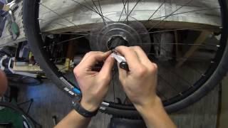 Регулировка задней втулки велосипеда с дисковым тормозом.(Заострил внимание на том как пользоваться системой конус-гайка и особенностях этой работы на задней втулке..., 2016-06-28T16:32:24.000Z)