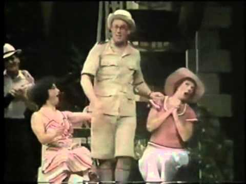 Sun Has Got His Hat On   'Me and My Girl' 1985 wmv