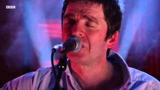 Noel Gallagher - Wonderwall (Radio 2 In Concert)
