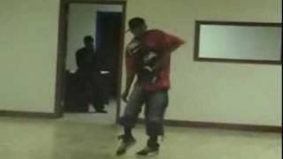 Клёво танцует)))(, 2009-12-31T07:12:31.000Z)