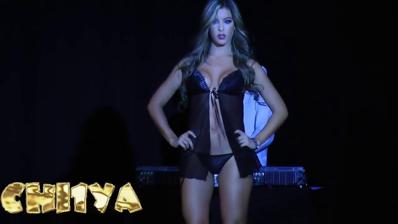 показ женского нижнего белья бикини