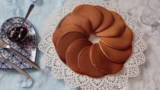 Pancake, receta e sakte per petulla amerikane perfekte. Si t'i bejme me ngjyre te njetrajtshme.
